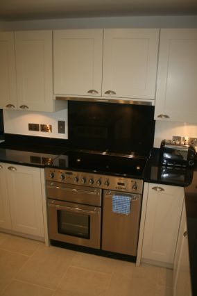 Range cooker with granite splash back