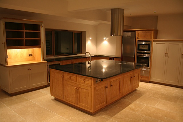 Built in induction hob with circular extraction unit overhead